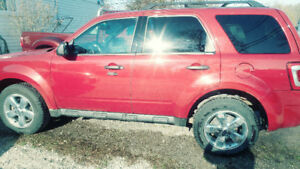 Low klm. Ford Escape XLT