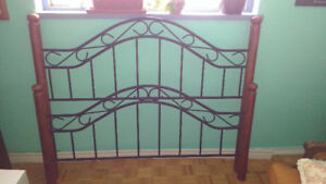 4 poster Queen size bed-frame w/rails