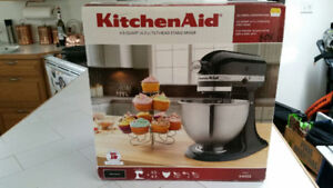 Brand new Kitchen Aid Classic mixer