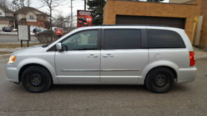 2012 Chrysler Town and Country - Touring, 112000km, fully loaded