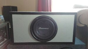 SUBWOOFER AMP AND POWER CAP COMBO 4 SALE OR TRADE