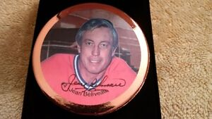 NHL Canadiens Beliveau Signed Hockey Puck + Bobblehead