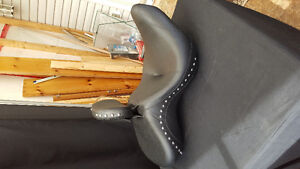 2000 and up softail touring seat with backrest