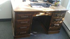 Bureau antique en chêne blanc