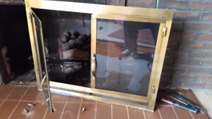 Fireplace screen with glass doors
