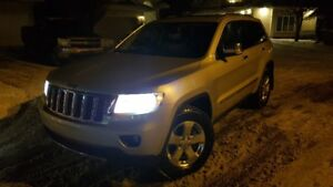 2011 Jeep Grand Cherokee OVERLAND Mint condition