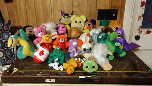 LOT OF 29 ASSORTED SIZES STUFFED ANIMALS