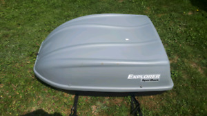 Explorer roof rack with straps