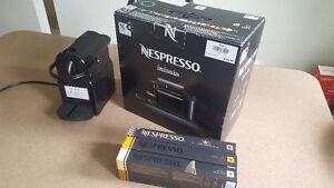 Machine à café Nespresso + 60 dosettes