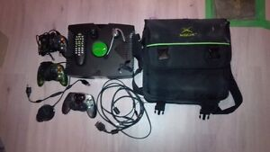 Original Xbox with 3 controllers, 11 games and some demo disks Gatineau Ottawa / Gatineau Area image 1