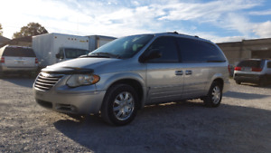 2006 Chrysler Town & Country Certified 170kms $3400