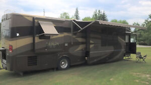 2006 Winnebago Tour 40 ft/4 SLIDES! for sale