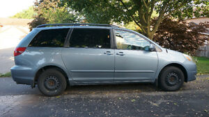 2005 Toyota Sienna LE Minivan in excellent condition!