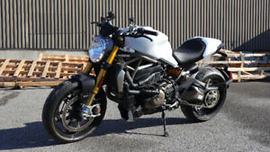 2015 DUCATI MONSTER M1200S - 1000KM! - SHOWROOM CONDITION