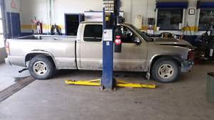 Selling 2wd rear axle 2001 chevrolet silverado
