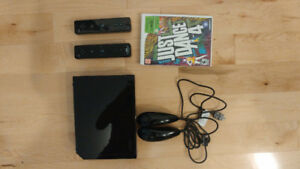 Wii - 2 controls - JUST DANCE 4 - LIKE NEW!!!