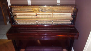 Samick SU-121 Upright Piano in Excellent Condition & Tuned Kitchener / Waterloo Kitchener Area image 4