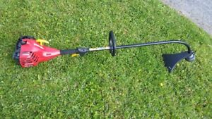 HOMELITE GAS POWERED 26CC. WHIPPER SNIPPER IN GOOD CONDITION