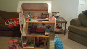Doll House, Barbies and Accessories