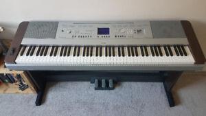 Yamaha DGX-640 Electric Piano