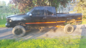 1998 chevy 1500 z71  FOR PARTS OR MUD TRUCK