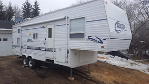28.5' Fifth Wheel KING SIZE MASTER BEDROOM!!! and 2 BUNKS