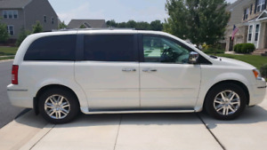 Chrysler Town & Country 2010 |127900km|Limited Edition ~Minivan