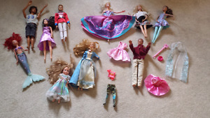 10 barbies plus extra clothes/accessories