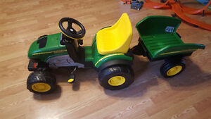 Pedal john deere tractor with trailer