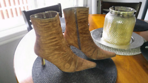 Brown boots size 8 $10