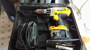 Dewalt Drill with working 14.4V Battery and charger
