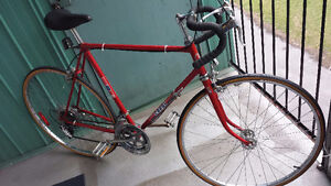 "28"" ROAD bicycle in very good condition for sale 150$"