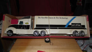 COLLECTIBLE BANDAG RETREAD TRACTOR TRAILER