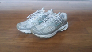 SOULIERS NIKE SHOES taille 40.5 / size 9