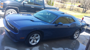 2010 Dodge Challenger sxt Coupe (2 door)