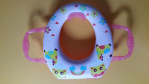 Siege de toilette rembourré rose avec poignées
