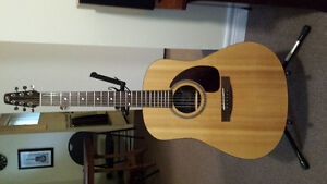 Like new - Seagull M6 solid spruce top acoustic guitar