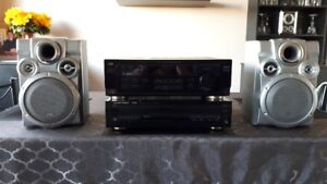 JVC/HARMAN KARDON STEREO SYSTEM WITH SPEAKERS