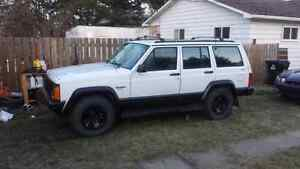 4.0 automatic jeep cherokee 4x4.. Must sell