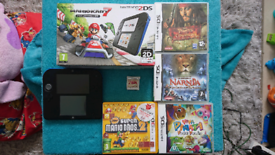 Nintendo 2ds like new boxed with games