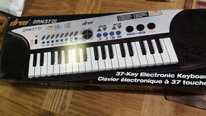 DRM3701 37 Key Electronic Keyboard
