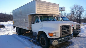 1996 Ford F-700 cube van with power endgate