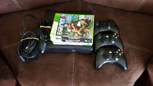 250 GIG XBOX 360,3 CONTROLLERS,5 GAMES GREAT SHAPE