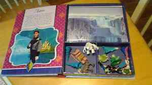 Frozen book with play mat & figurines