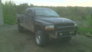 lifted 1999 Dodge Dakota Pickup Truck
