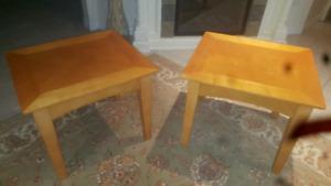 Coffee tables pair