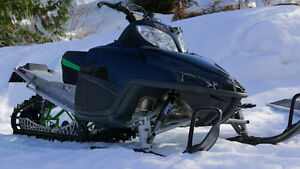 2009 Arctic Cat M8 153 (with ramp and cover)