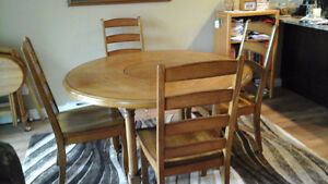 Solid Oak Dining Table & 4 Matching Chairs