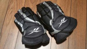 "Reebok Kinetic fit 14"" hockey gloves"