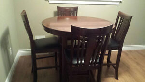 PUB STYLE TABLE / 4 CHAIRS